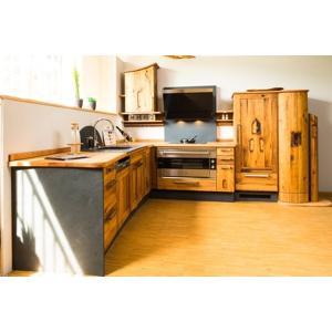 Altholzküche aus Abrissholz in diesem Fall Eiche kombiniert mit Birnbaum und Schiefer