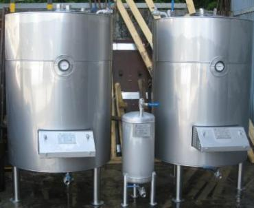 Tanque inox isotérmico com grupo de aquecimento -  Insulated stainless steel tank with heating group - Isolé réservoir en acier inoxydable avec le groupe de chauffage.