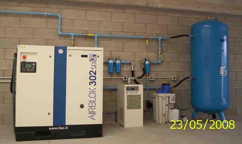 stazione produzione marca FIAC con compressore da 30 Hp/ 22 Kw ad inverter bar 10