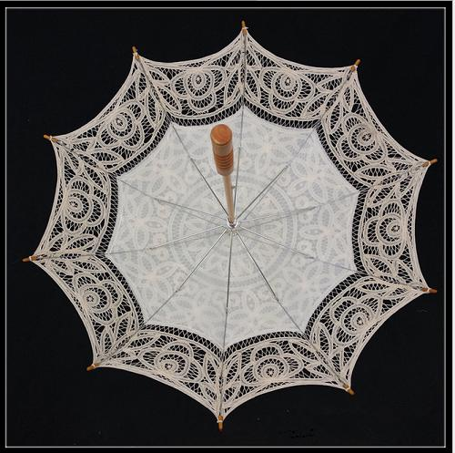100% hand-made lace sun umbrella for western court weddings(white) - Craft umbrella