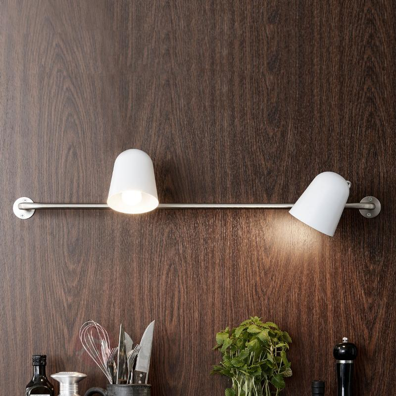 Applique à deux lampes Conrad avec barre murale - Toutes les appliques