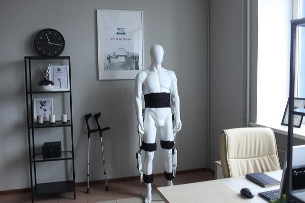الهيكل الخارجي - Kompanion روبوت الهيكل الخارجي الروسي المبتكر