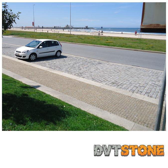 Bordures en Granit Gris Pierre Naturelle - Bordures de trottoir avec finition scié. Surfaces droites.