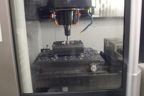 Centre d'usinage Makino F5