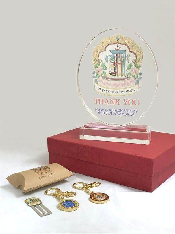 Сувенирные предметы Намгьяльского монастыря -