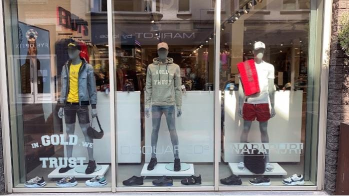 Male window mannequin straight position - Male display mannequins abstract head straight position with glass base