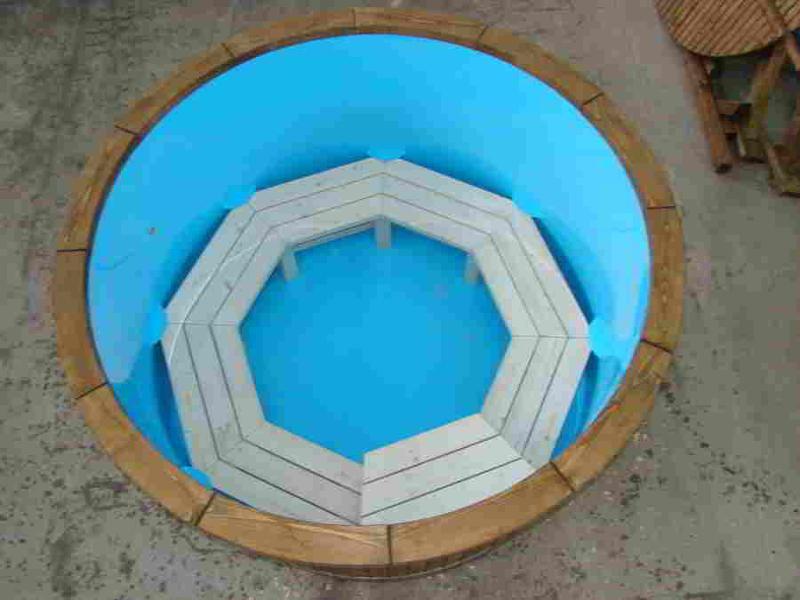 HOT TUB - Bathing in an open-air steamy hot tub