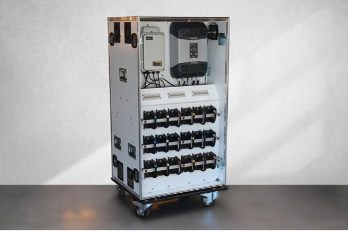 Station Mobile de Stockage d'énergie - 20,7 kWh / 12kW-31kWc , Mono/Tri phasé, Flight case type M1, CE/UN38.3