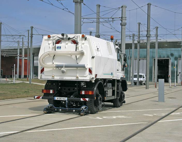 Véhicule Rail-Route - UNIMOG de nettoyage