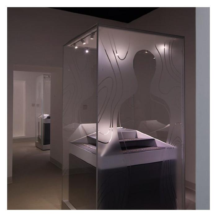FRANK glass showcase // glass showcases - The FRANK system: modular showcases for temporary & permanent exhibitions