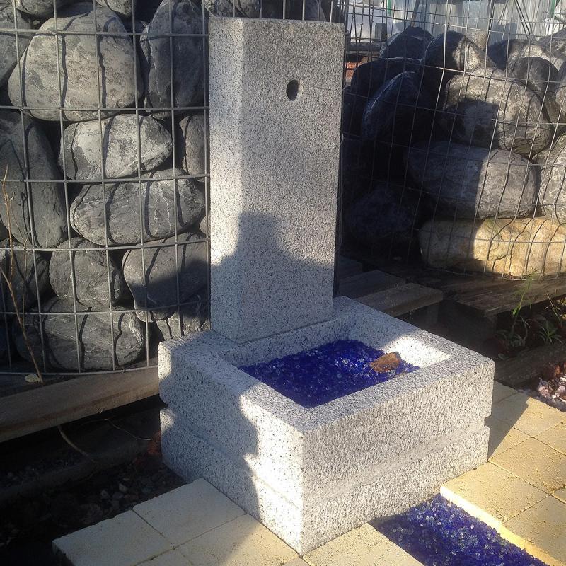 Lanterne - Fontaine en Granit gris bleu QUADRA