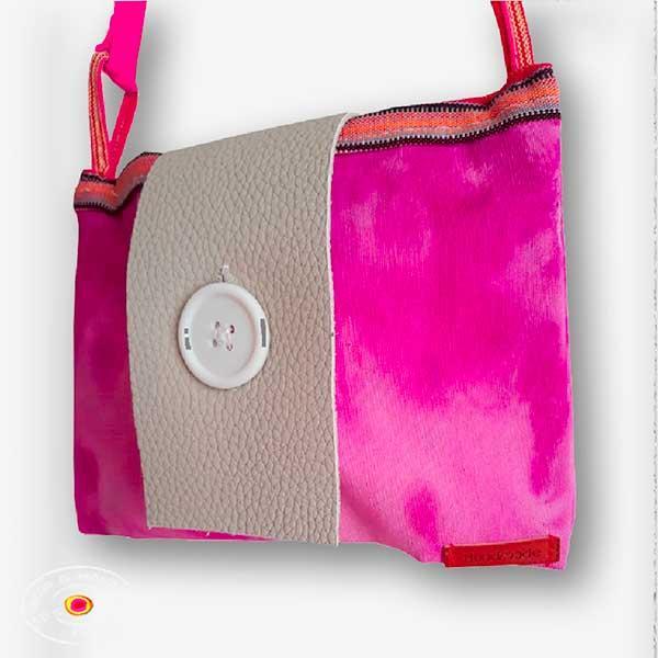Bolso tintado a mano: -   bolsos artesanales en degrade tintados al natural y secados al aire libre,
