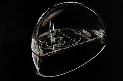 Pièce plastique transparente
