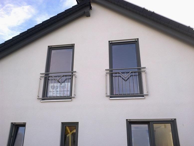 Französischer Balkon  - Mit Zierstab und aufgesetzter Kugel