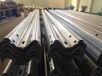 Parapeti metalici deformabili