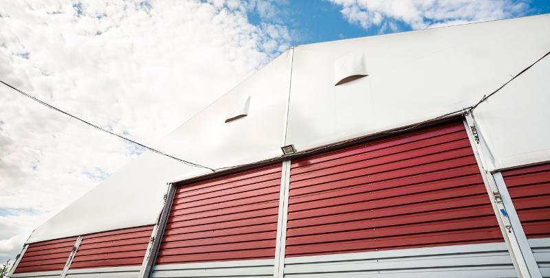 Porte coulissante en acier - Accessoires Tentes de Réceptions Alu