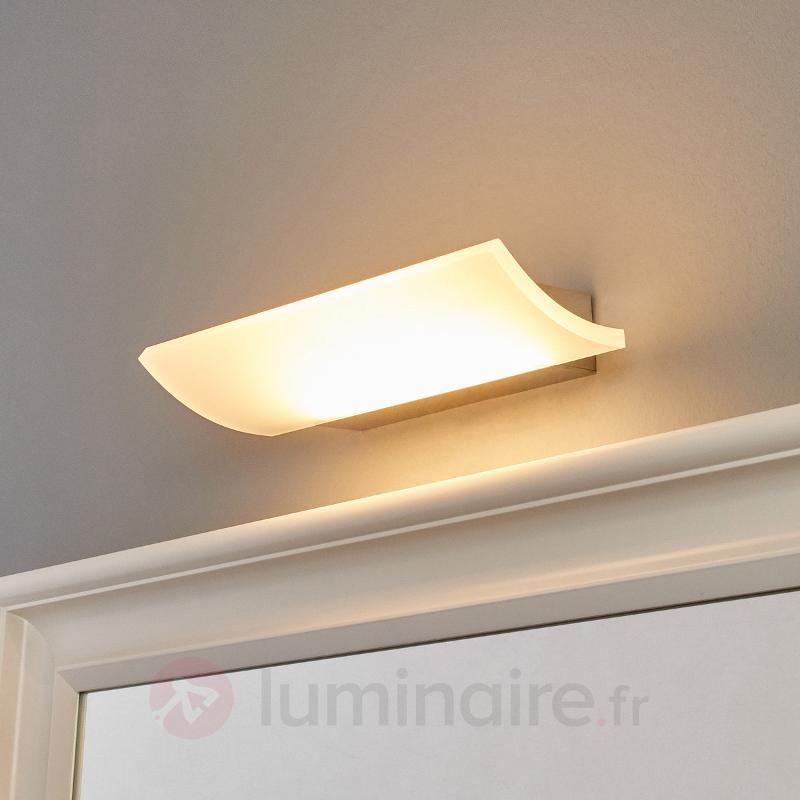 Belle applique LED Edith, IP44 - Salle de bains et miroirs