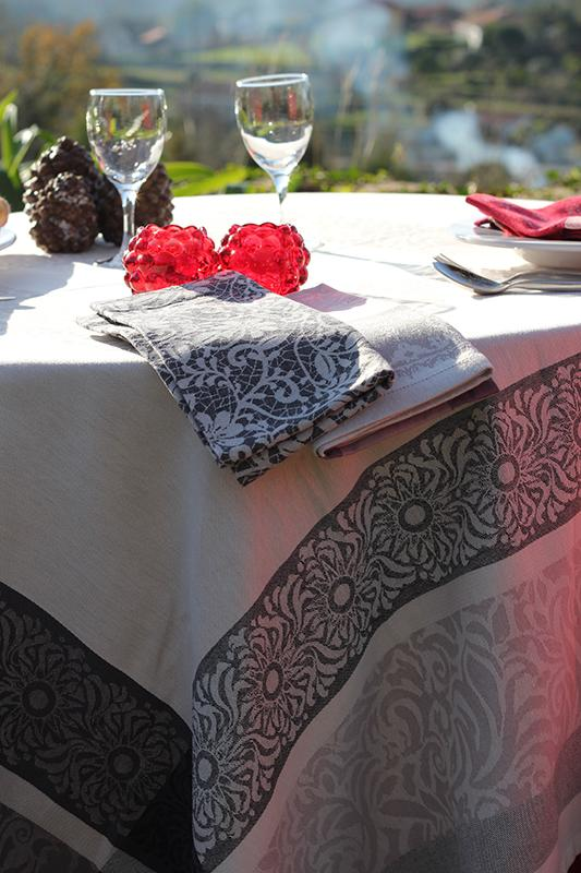 100 % cotton table cloth and napkin - null
