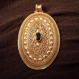 Colliers - Or18ct, saphir, Pakistan