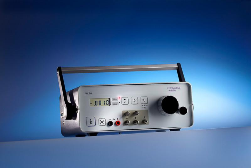 Mobile calibration device KAL 84 - Calibration device with integrated pressure generator, for mobile applications
