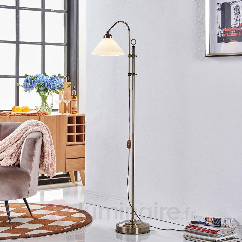 Beau lampadaire Otis en laiton ancien - Tous les lampadaires