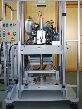 Máquinas Universales de Ensayos Servo-hidráulicas - Ensayos de estáticos, de fatiga y dinámicos
