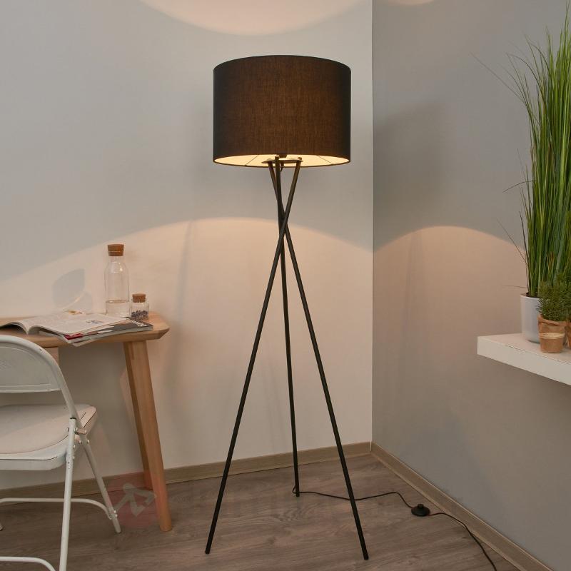 Fiby - lampadaire en textile avec abat-jour noir - Lampadaires en tissu
