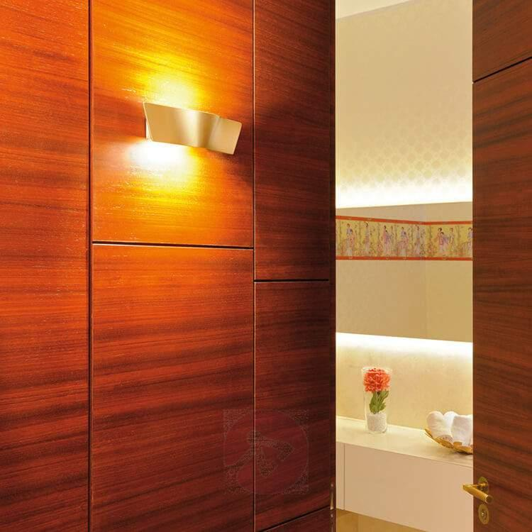 LED Wave wall light in a beautiful brass tone - Wall Lights