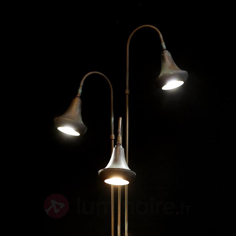 Lampadaire vintage Abbe avec trois abat-jour - Tous les lampadaires