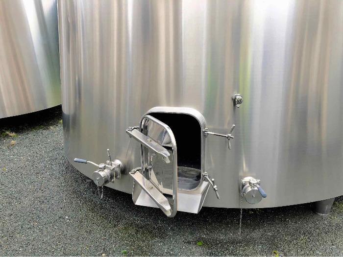 Depósito de acero inoxidable 304L - 244 HL - Cono truncado aislado - Circuito compartimentado y de carcasa