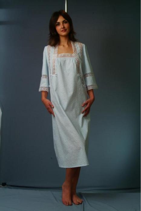 Nightgown with a loose silhouette -