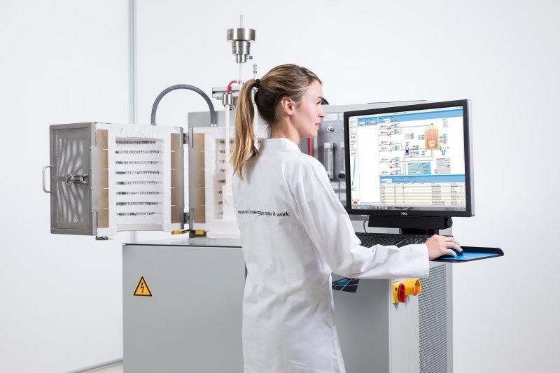SOFC-Einzelzellenprüfstand bis 300 W - Prüfstand für das Testen von SOFC/SOEC-Komponenten sowie Einzelzellen bis 300 W