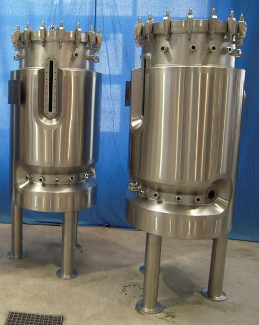 Pharmaceutical and biotech pressure vessels, containers - Minimal dead space constructed with fully welded insulating shells