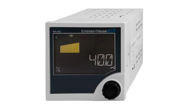 RIA452 Indicador de proceso con control de bomba -