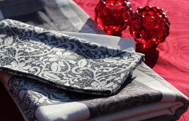 Tablecloths , napkins, runners  -