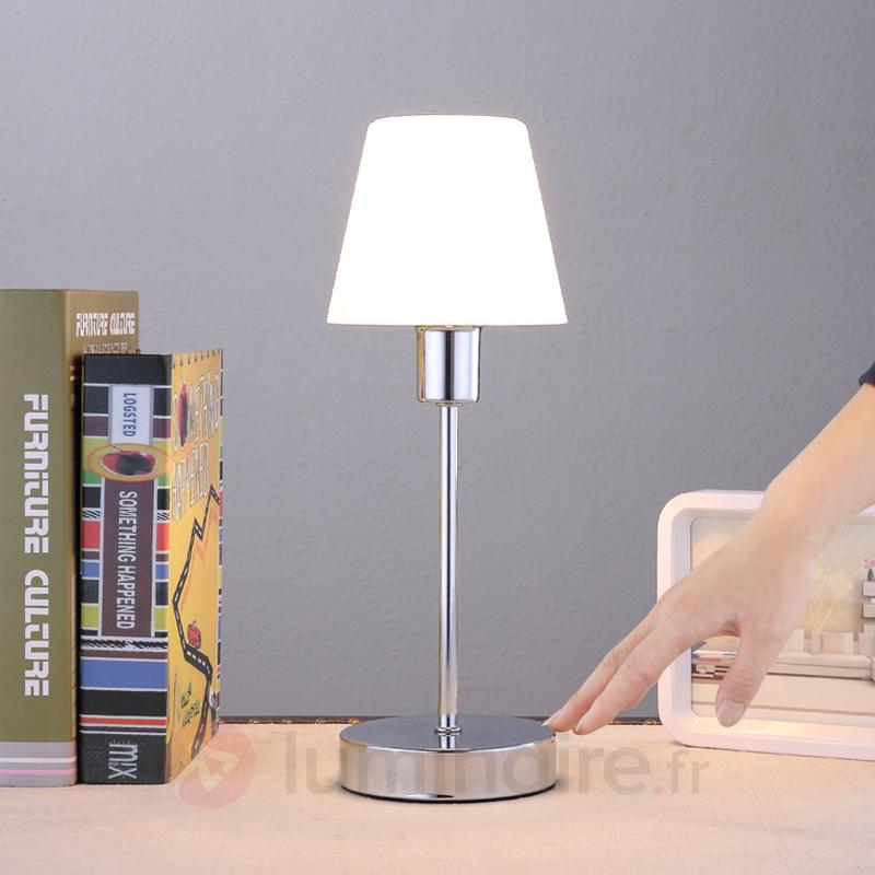 Jolie lampe à poser Sascha avec abat-jour en verre - Lampes de chevet