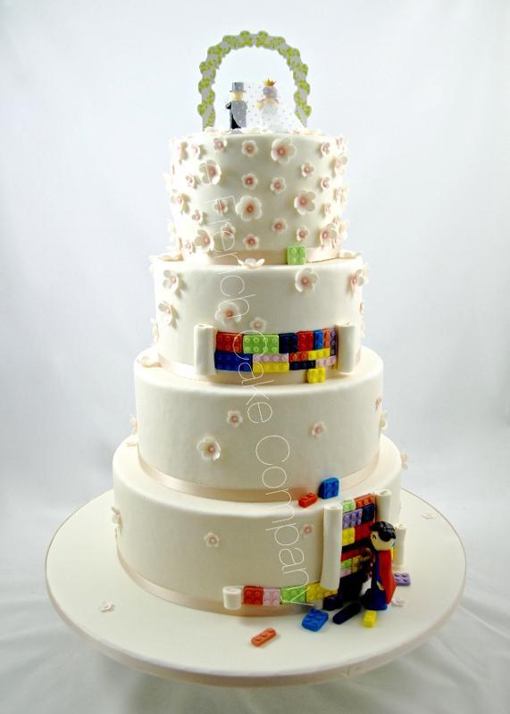 Gâteaux et Pièces Montées sur-mesure - Pièce montée Lego & Superman