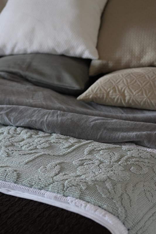 cotton bedspread  -  bedspread with geometric motifs.