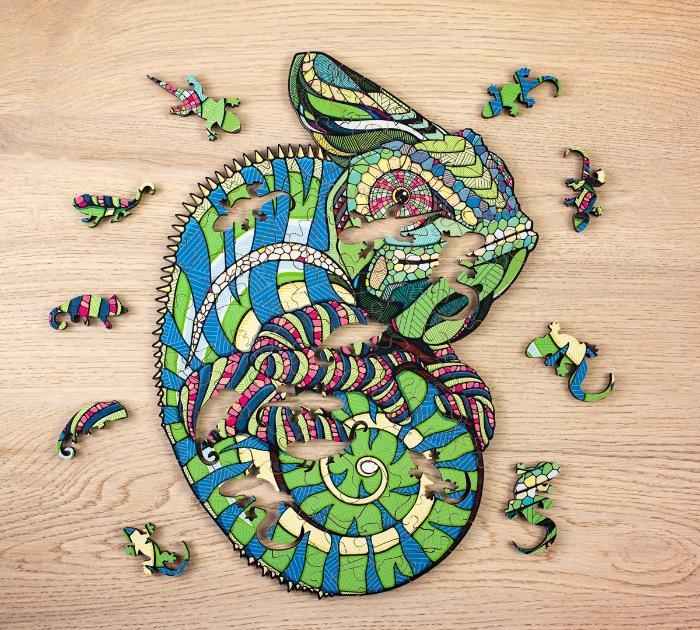 Wooden puzzle Chameleon -