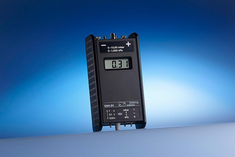 Digital manometer EMA 84 - Very robust digital pressure gauge, portable and highly accurate