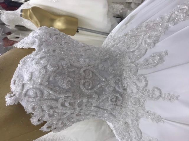 Robes de mariés princesse  - Robes de mariée princesse en cols bateaux