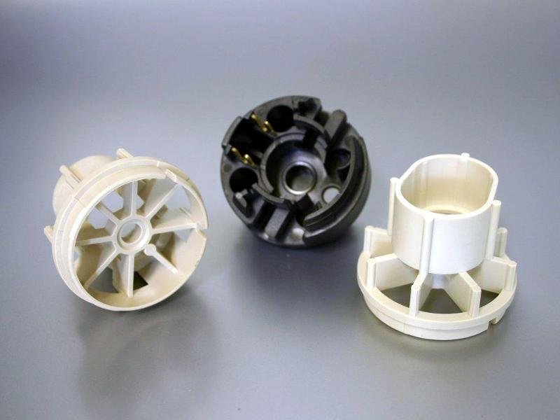 Plastic parts for electric fuel pumps - Engine bearing made of Fortron-PPS