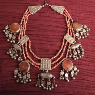 Colliers - Argent, corail, cornalines, Yémen