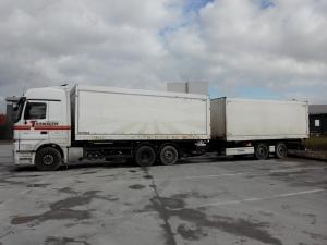 CAMION + REMORQUE AVEC HAYON - Services Logistiques