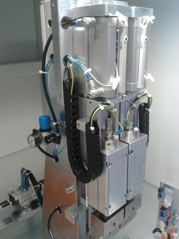 Twin-head ultrasonic welding machine for plunge welding - Ultrasonic welding machines