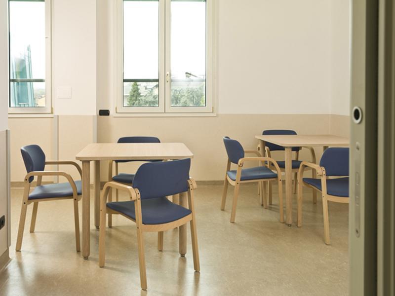 sedie e poltrone e tavoli - Arredi per la degenza