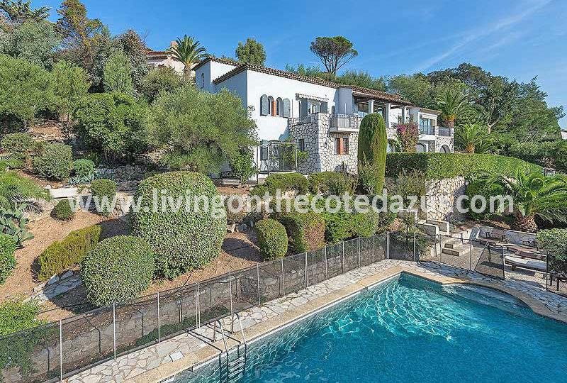 Provençal villa Mandelieu Minelle with sea view and pool - Real Estate