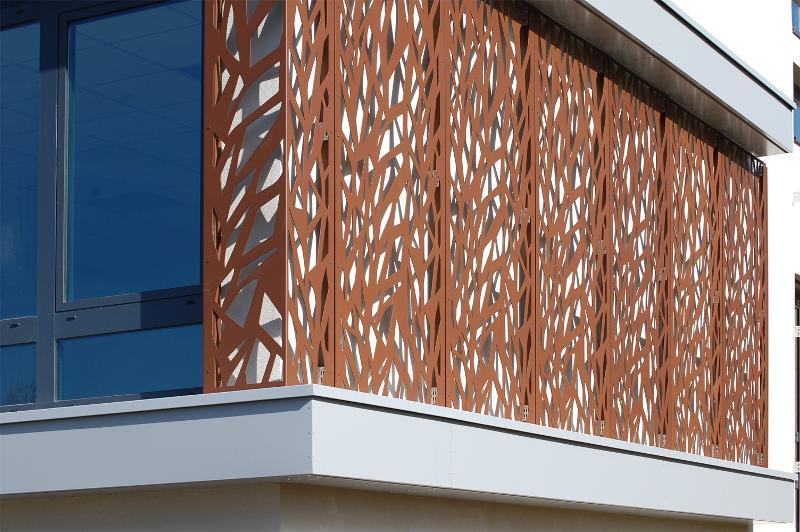 R alisation d 39 une fa ade en d coupe laser dampere france for Laser sur facade