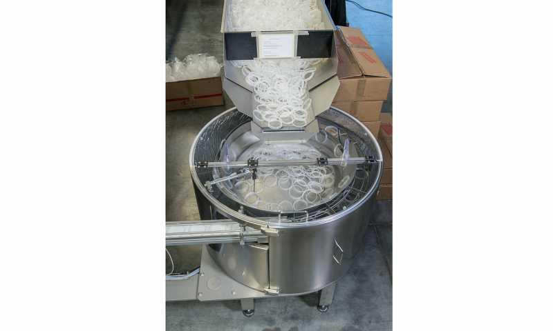 Filling and Closing Machine OPTIMA SoftCan®Maker - OPTIMA SoftCan®Maker: Powdery, granulated or chunky food products