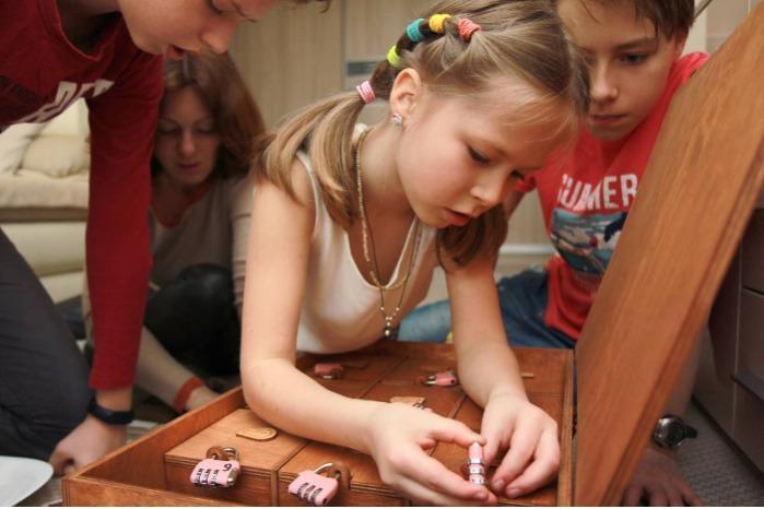 Giochi di società - Gioco di avventura mobile in formato di un gioco da tavolo